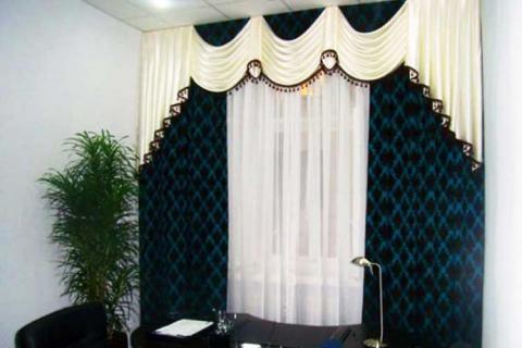 классические шторы в кабинете